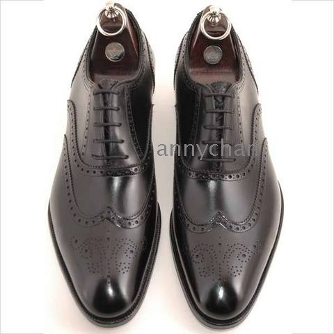 Lloyd Ores Wingtip Medallion Toe Shoes Black Image